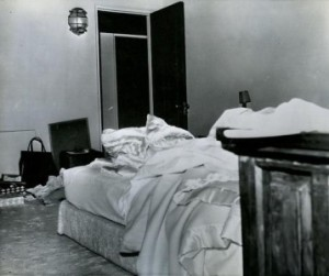 Marilyn-Monroes-bedroom-the-day-she-died-358x300